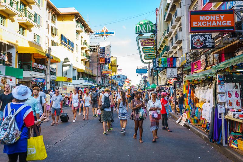 la via dello shopping a Bangkok