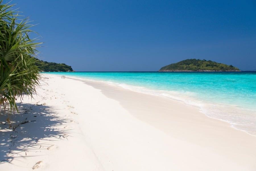 La spiaggia dell'isola Huyong, Similan Islands, Thailandia