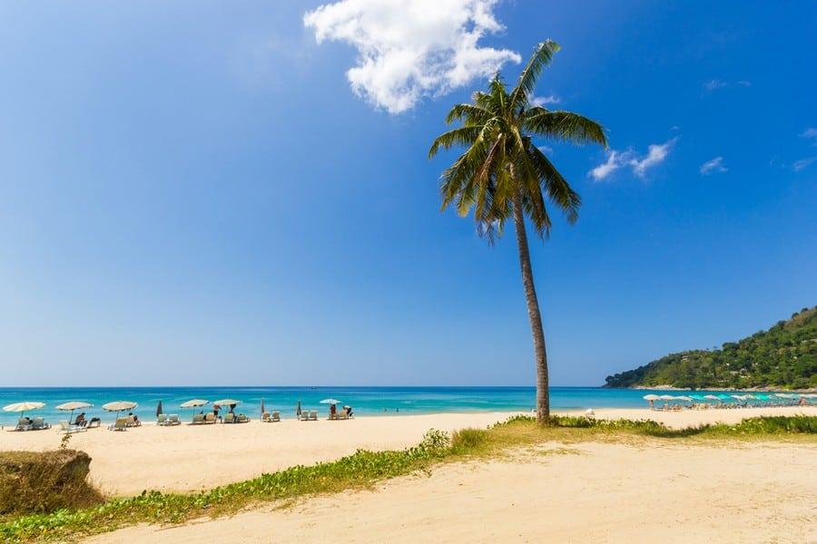 La splendida spiaggia di Karon Beach a Phuket