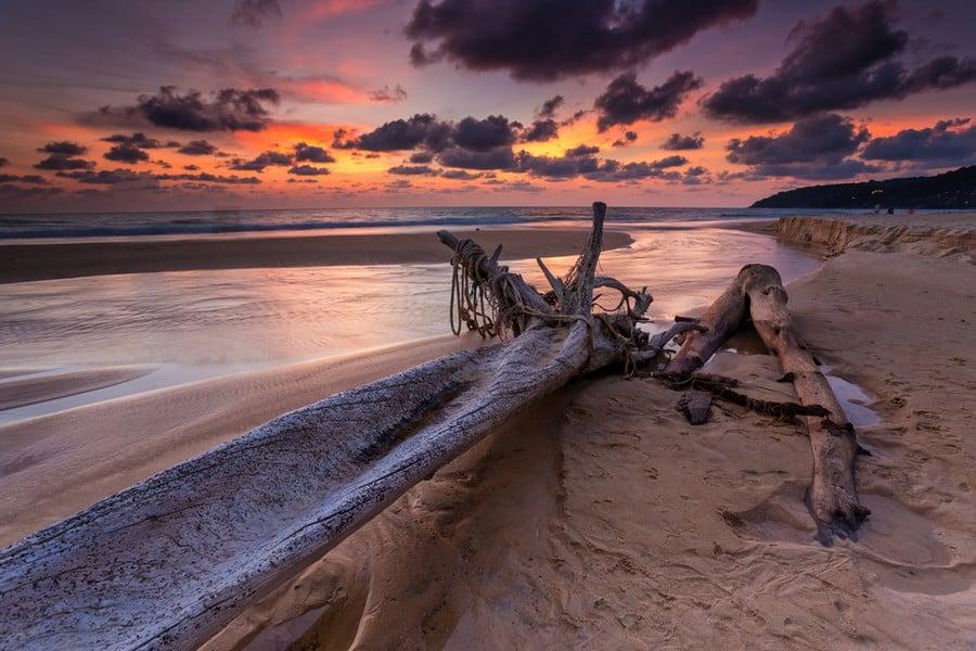 Tramonto sulla spiaggia di Karon Beach