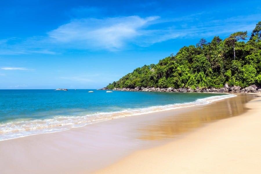 La splendida spiaggia Khao Lak Beach